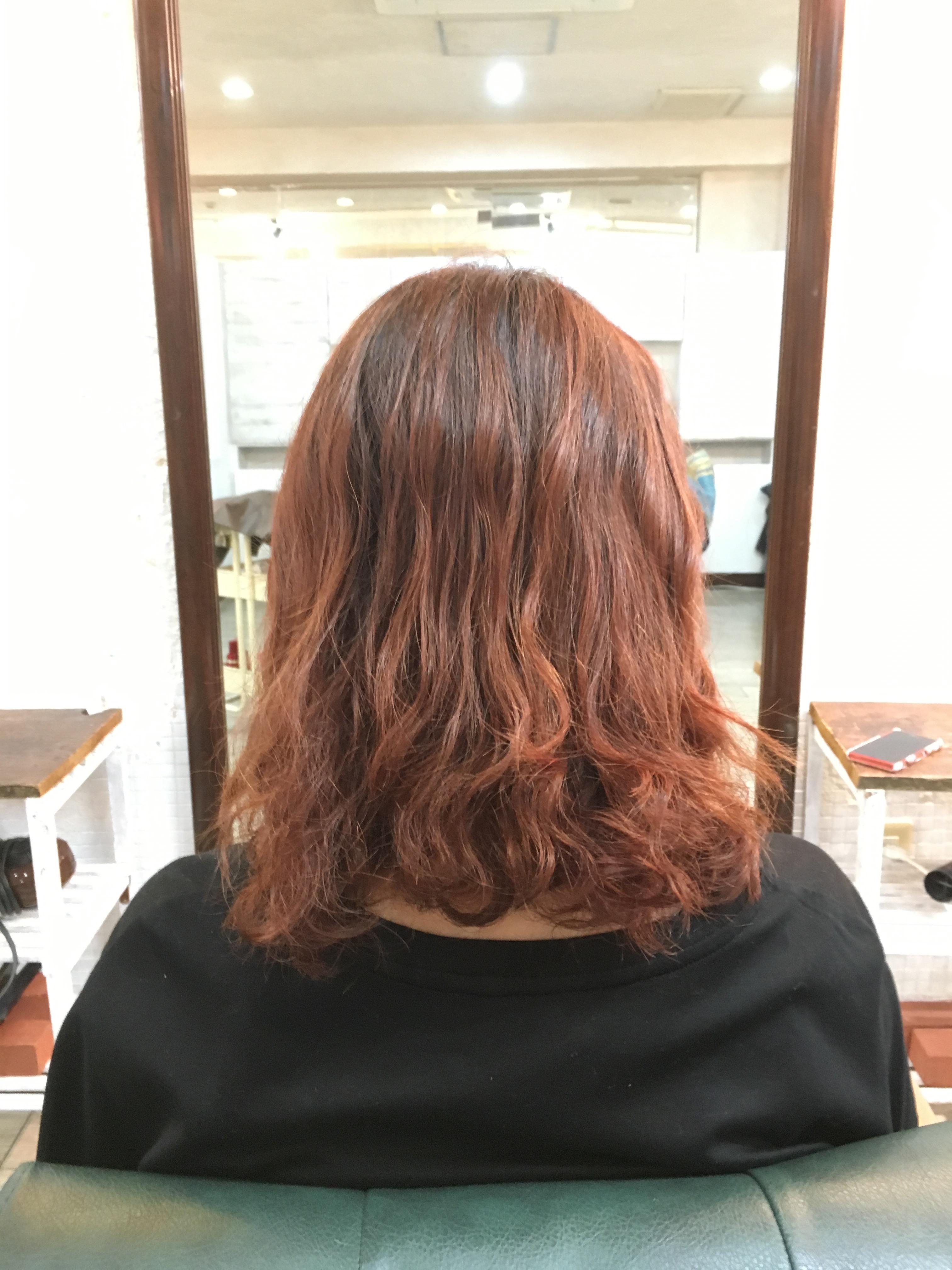 赤髪スタッフ
